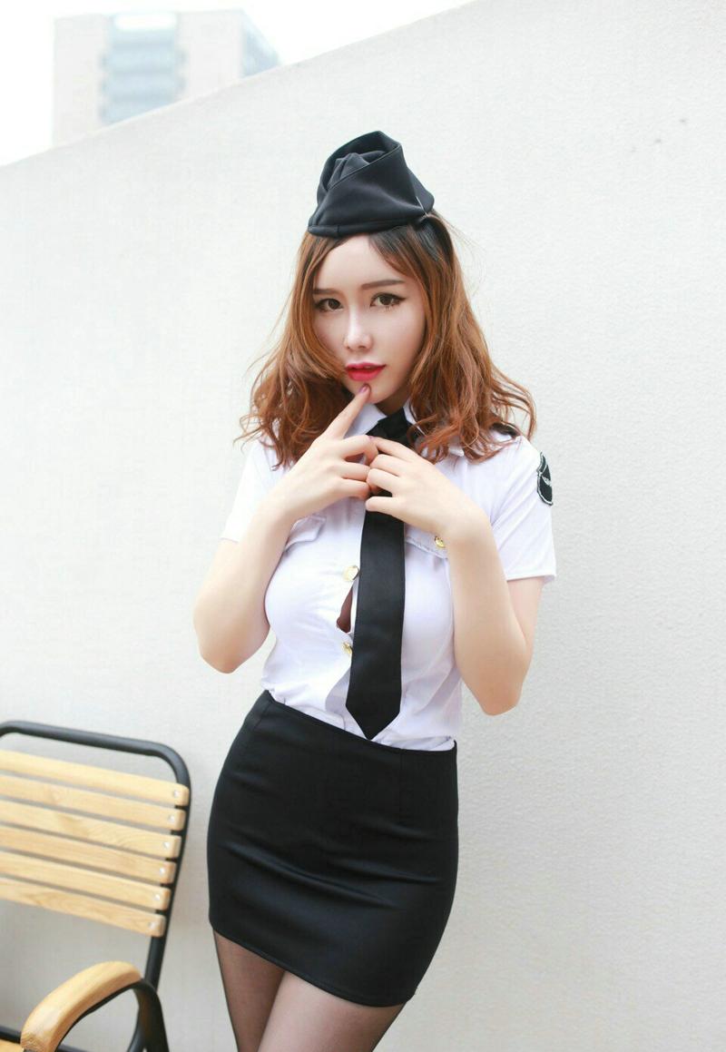 大奶黑丝袜美女超短制服空姐性感诱惑(1/9)